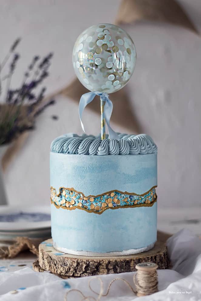 15+ Fault Line Cakes that WOW - Blue and Gold Balloon Fault Line Cake