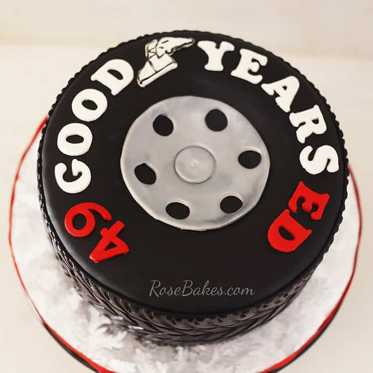 Tire cake picture from above