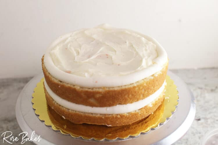 Cake with 2 layers of filling