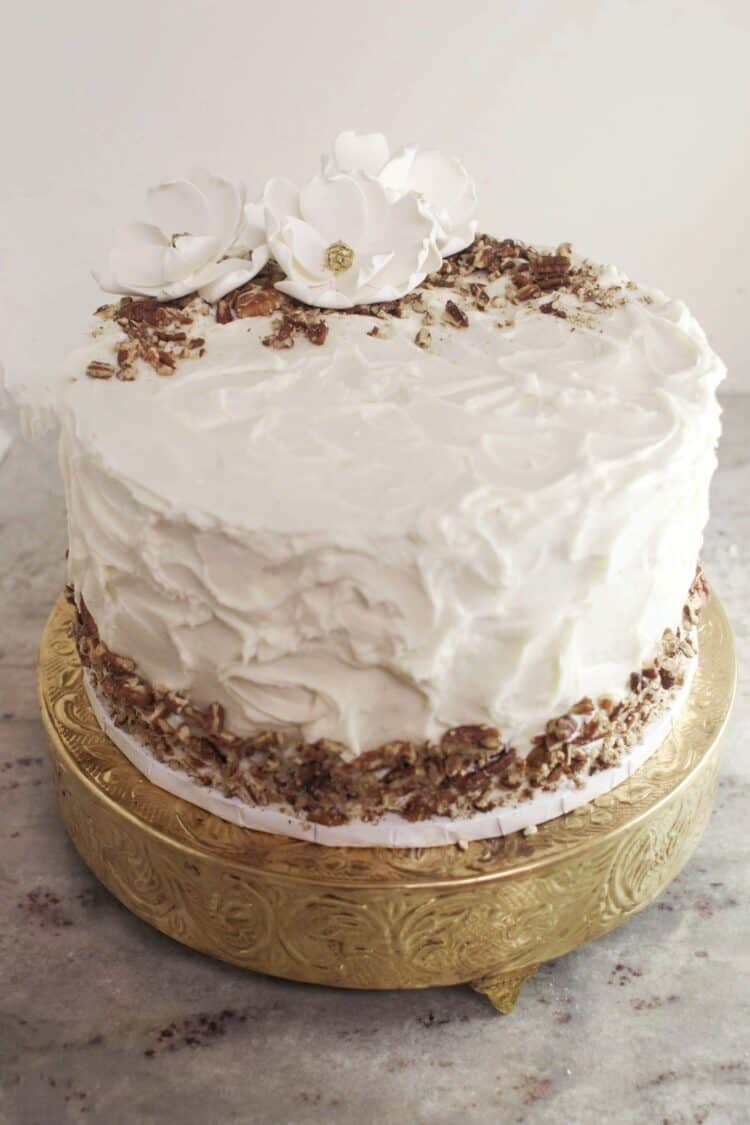 white one tier grooms cake with candied pecans as trim