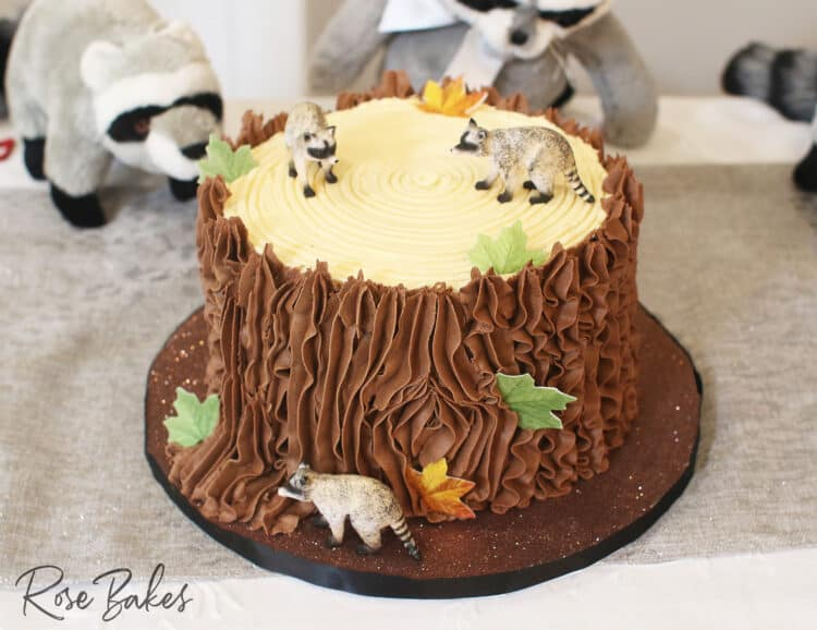 tree stump cake chocolate with racoon and leaf details as decor